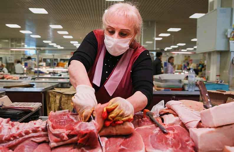 Россияне начали переходить на более дешевое мясо